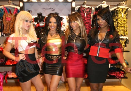 081111 Girlicious JW006