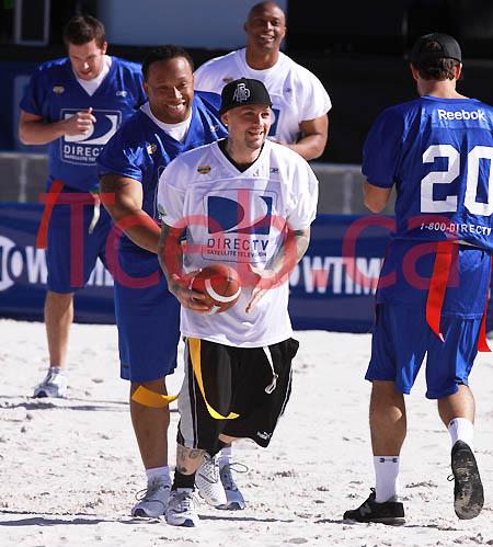 090131 Celebrity Beach Bowl JW003