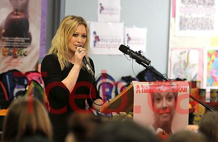 090306 Hilary Duff JW014