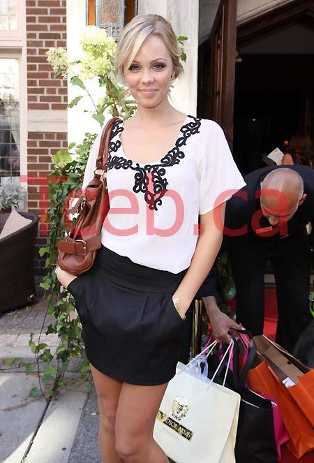 090912 Laura Vandervoort JW001