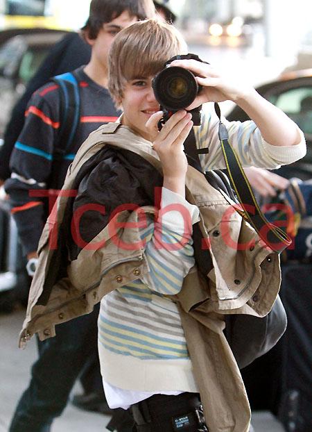100302 Justin Bieber EXCL JW022