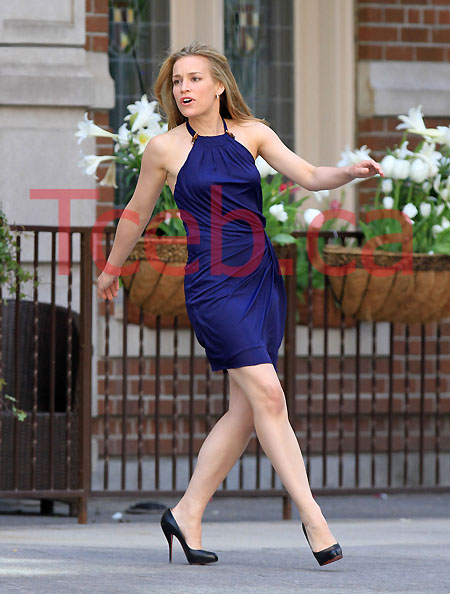 100426 Piper Perabo EXCL JW022