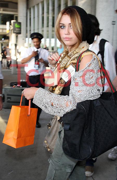 100617 Miley Cyrus JW008