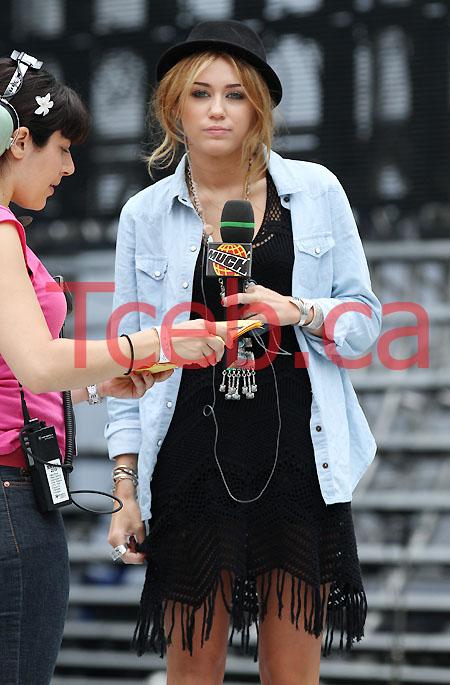 100619 Miley Cyrus JW007