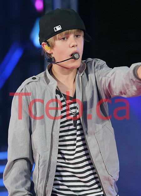 100619 Justin Bieber JW008