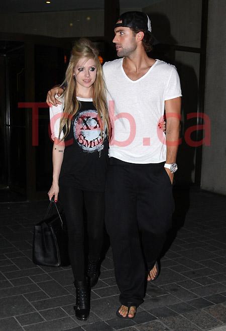 110618 Avril Lavigne & Brody Jenner JW001
