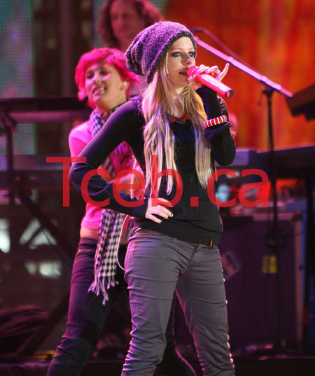070616_avril_rehearsal_jw007a